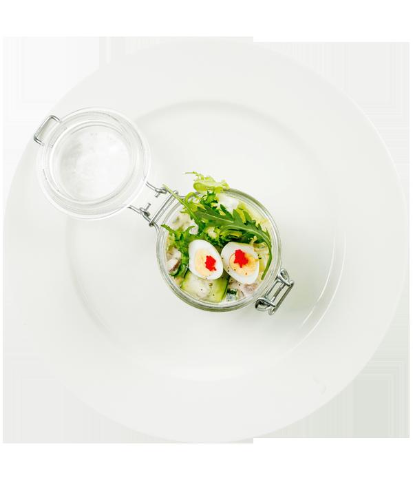 Салат с языком, картофелем, заправкой из хрена и сливочного сыра