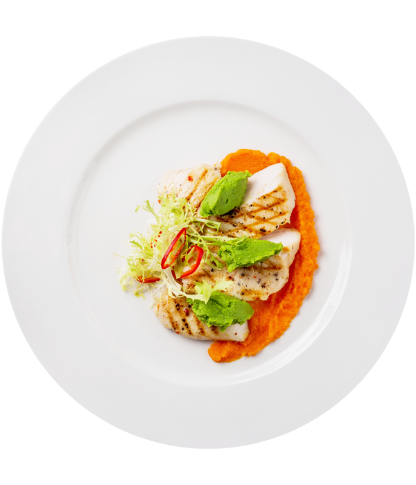 Филе цыпленка с морковно-цитрусовым пюре и пастой из свежего горошка
