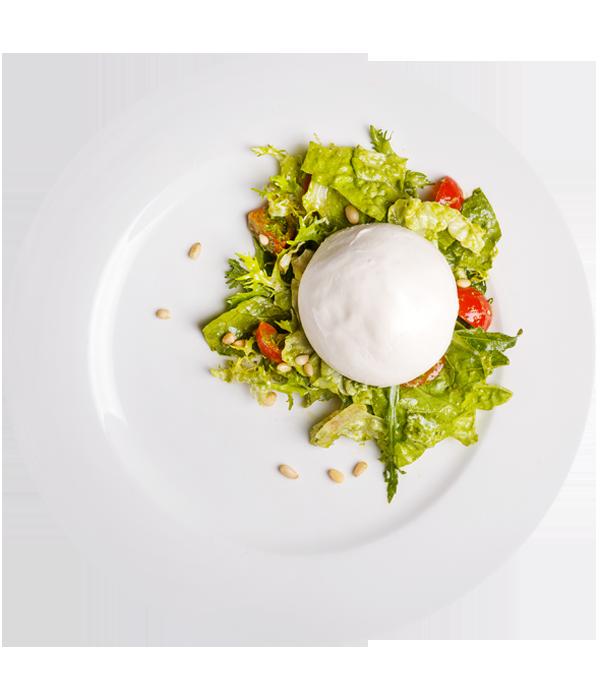Салат с сыром буррата и соусом песто
