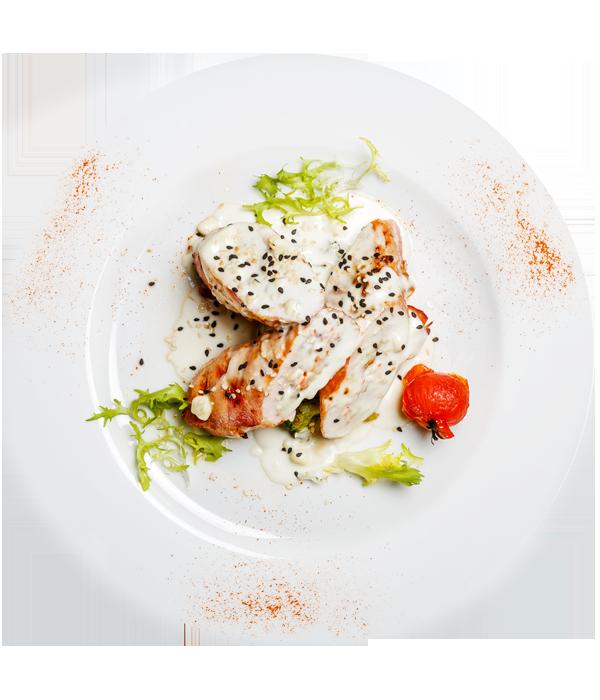 Куриные рулетики Бефано  с брокколи и сливочным соусом Дор-блю