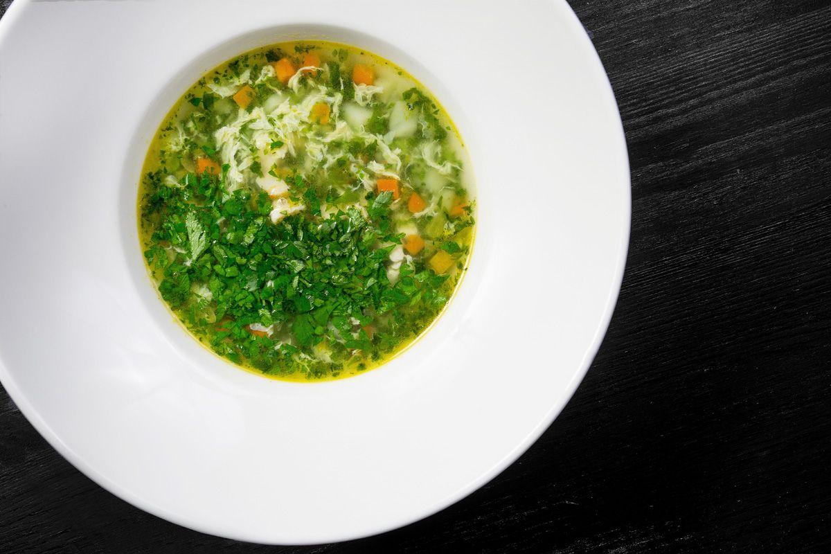Суп куриный со шпинатом и зеленью