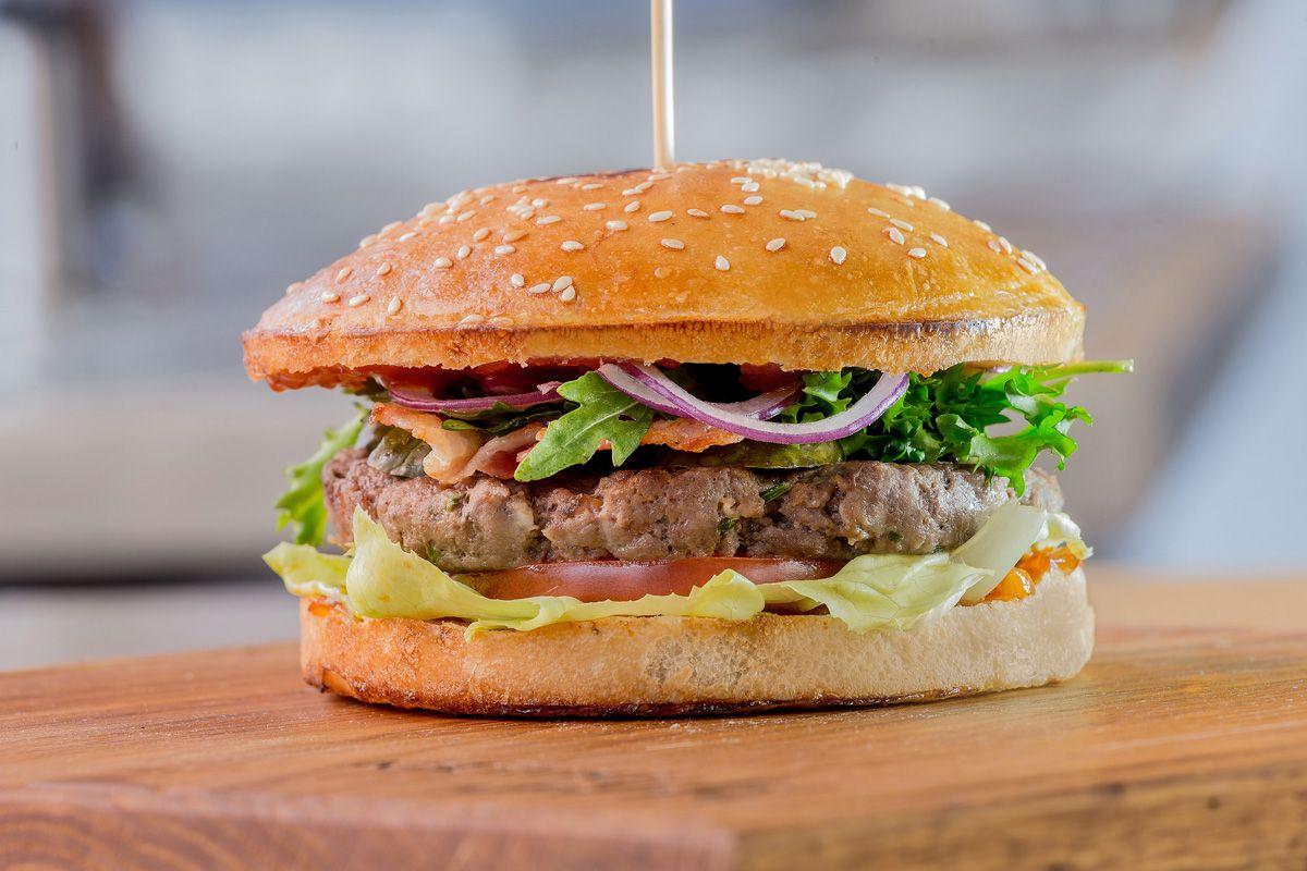 Terra Burger с говядиной и соусом Ballantine